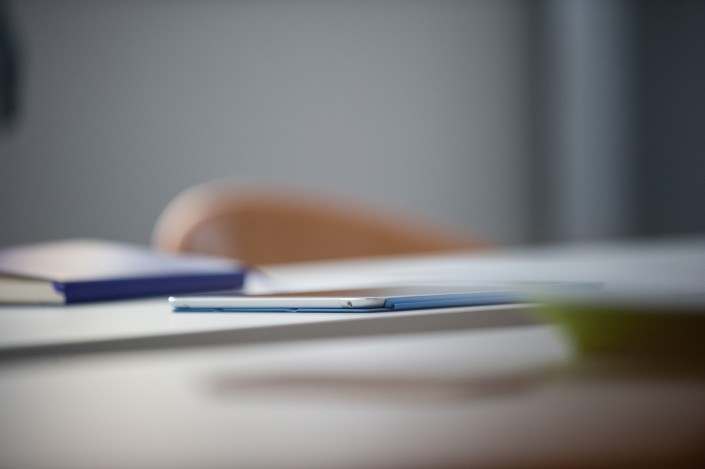 iPhone auf dem Tisch
